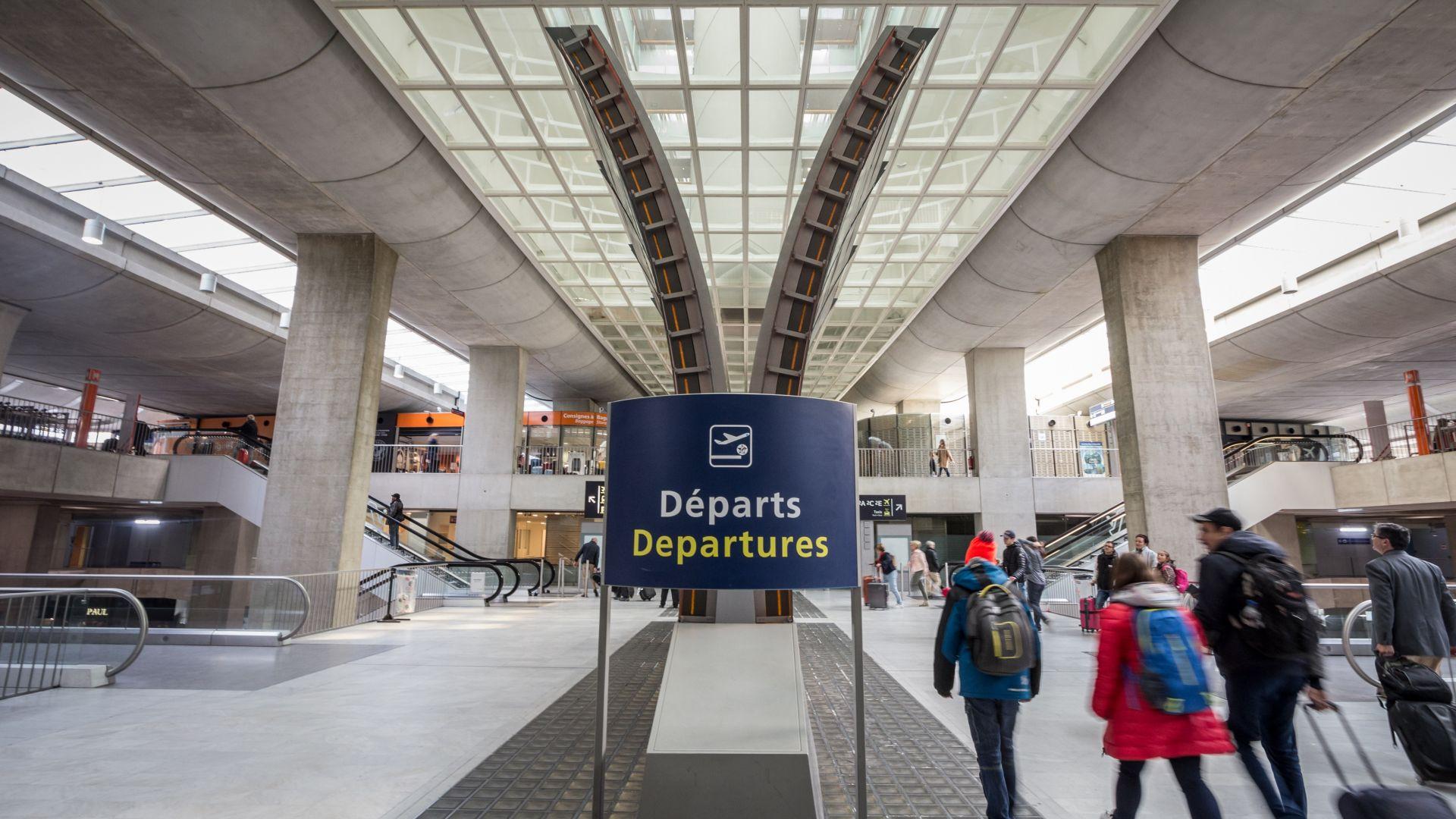 73-ма български граждани бяха задържани на парижкото летище Шарл де