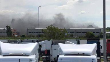 Голям пожар избухна в бившите складове на СМК в Пловдив (снимки)