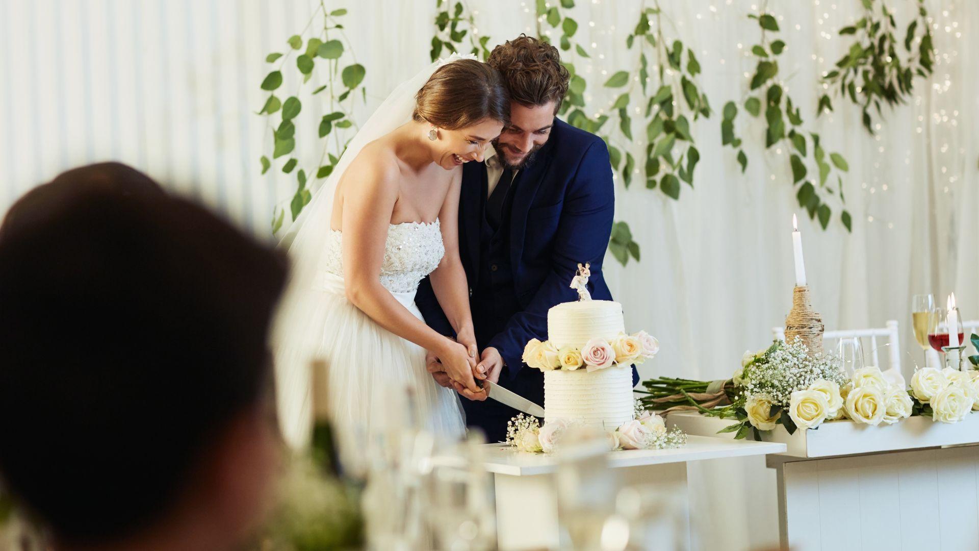 Сватбени тържества, на които разстоянията между масите се определят с...