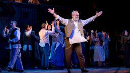 Звездата на оперетата Христо Сарафов чества online 40 години на сцената