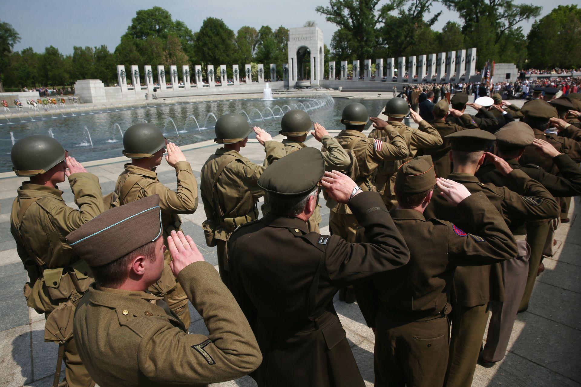 Американски военни отдават почит на жертвите