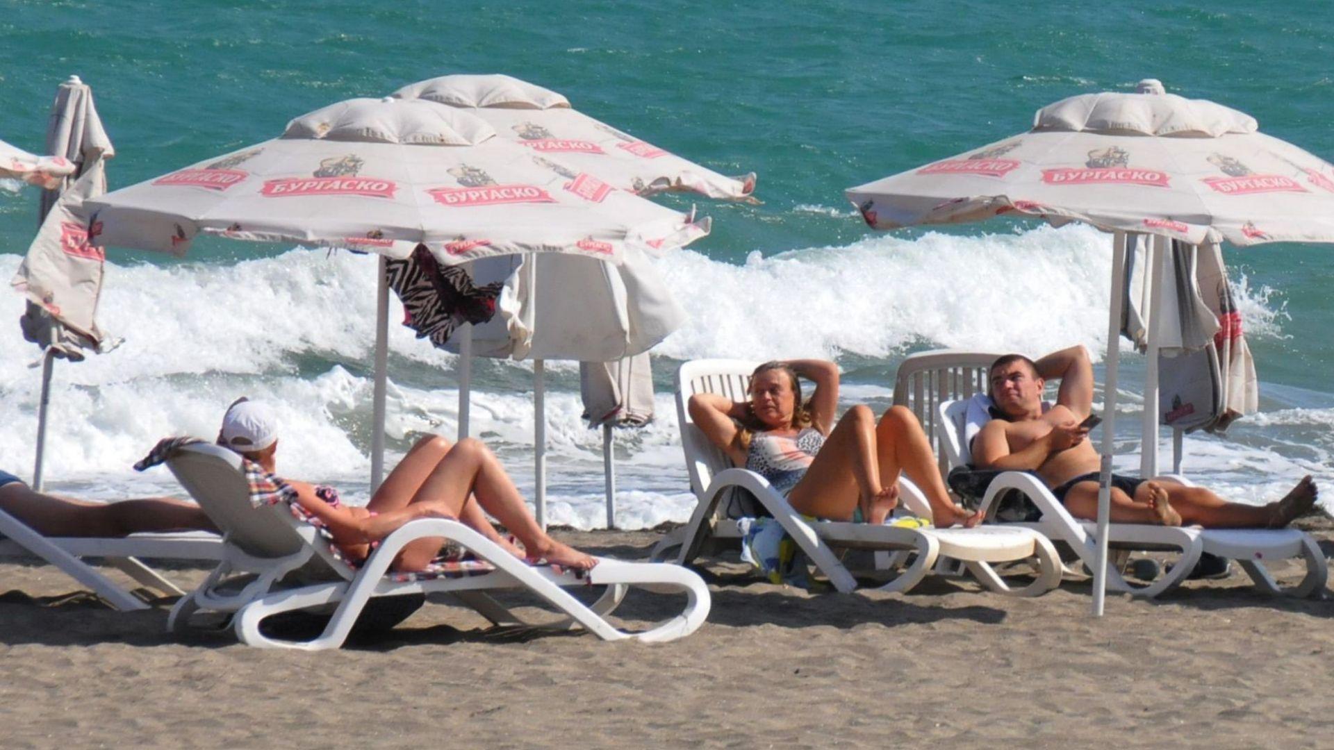 Концесионери на плажове не искат да дават безплатно чадъри и шезлонги