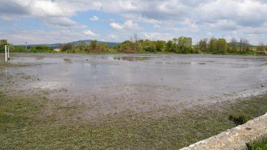 Проверяват има ли замърсяване на реките след скъсването на дигата в Перник
