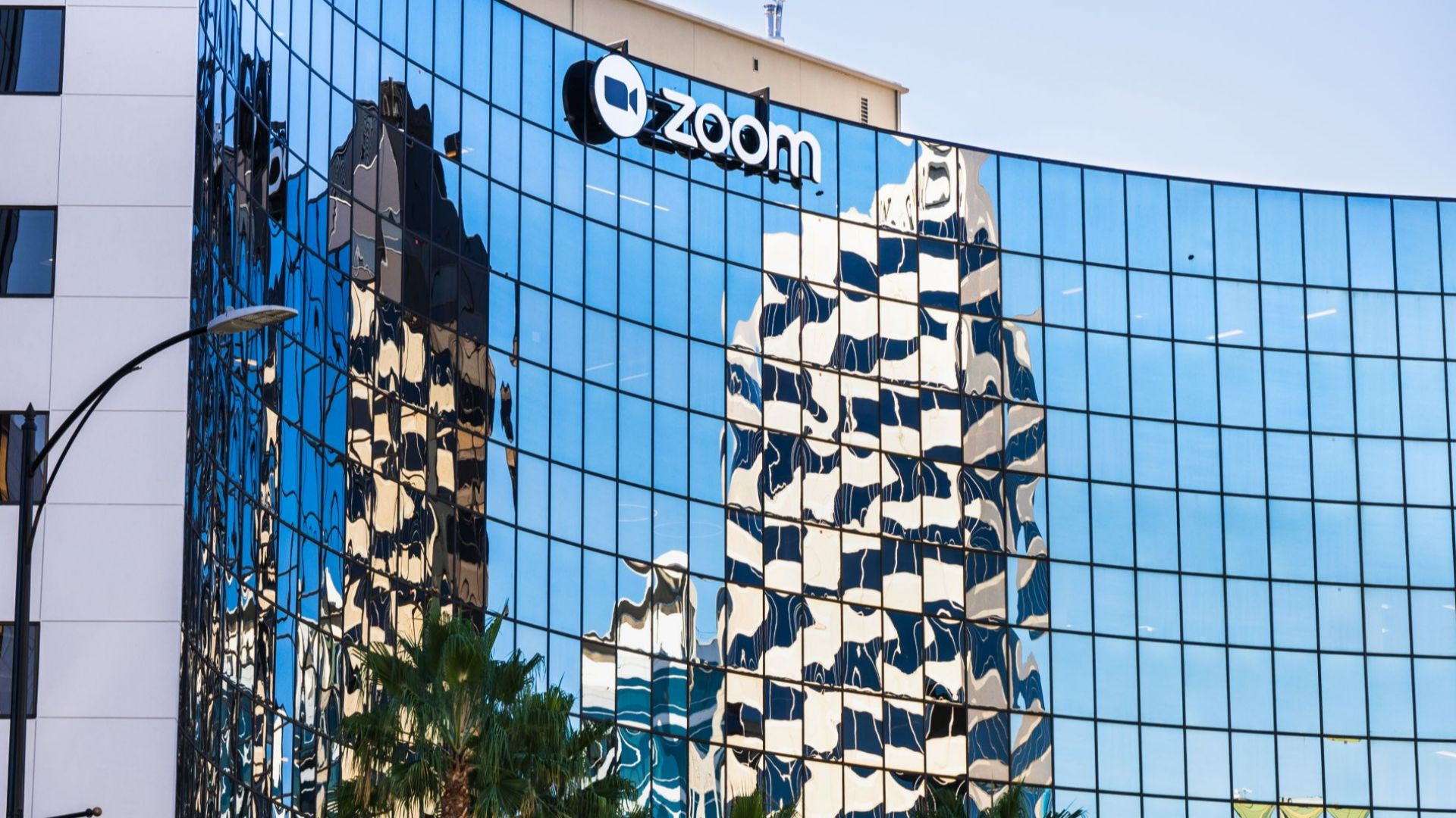 Зуум купува компания за сигурност