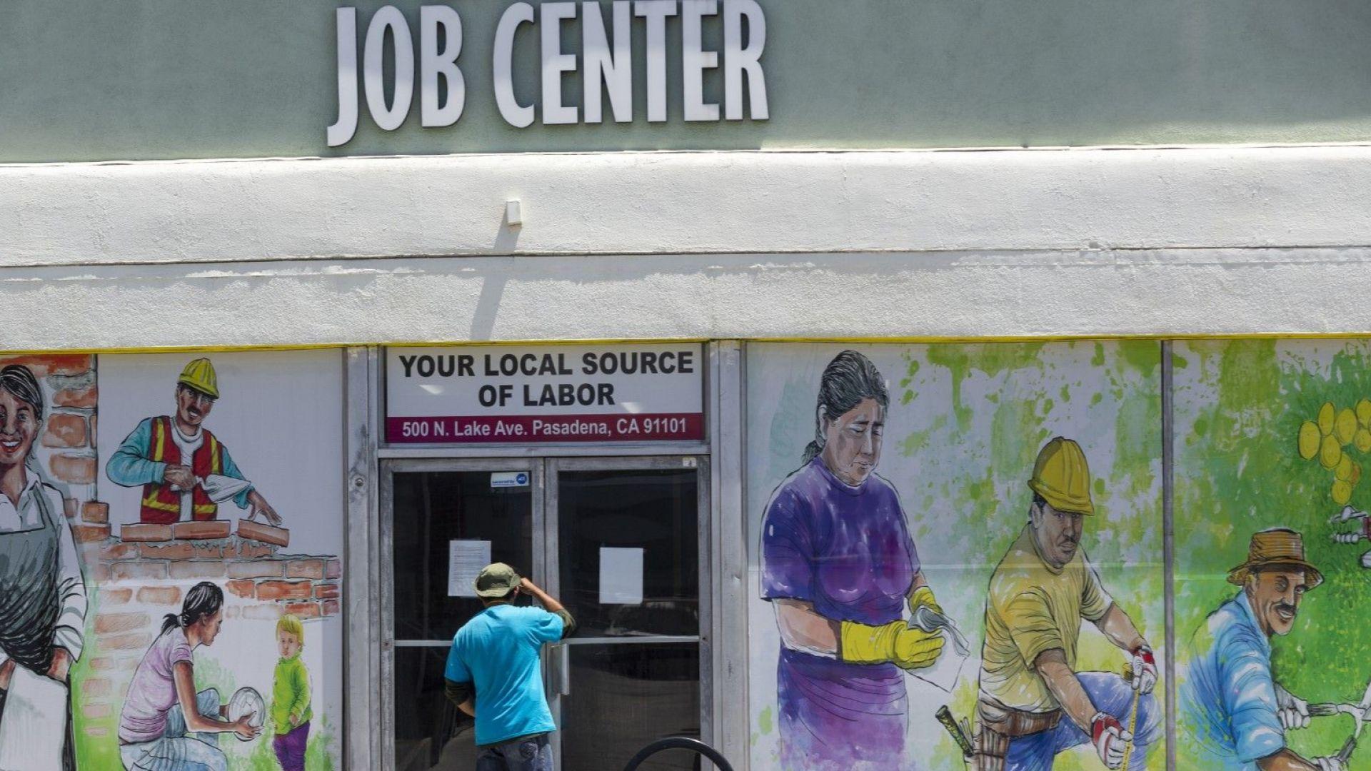 Пандемията изстреля безработицата в САЩ до 14.7%