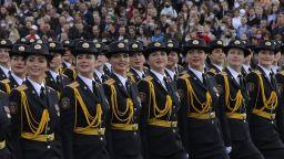 Военен парад без маски в Беларус за Деня на Победата (видео на живо)