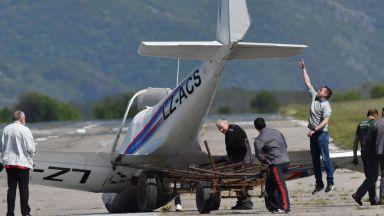 Самолетът на Ивайло Пенчев не е паднал, приземил се твърдо, удряйки се на крило
