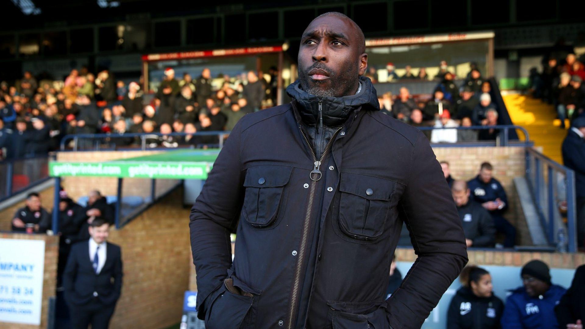 Легенда на Арсенал вярва, че Covid-19 е създаден с расистки подбуди