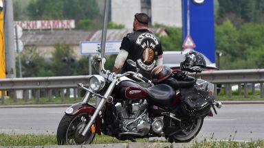 Мотоциклетист катастрофира с автомобил в София, пострада жена