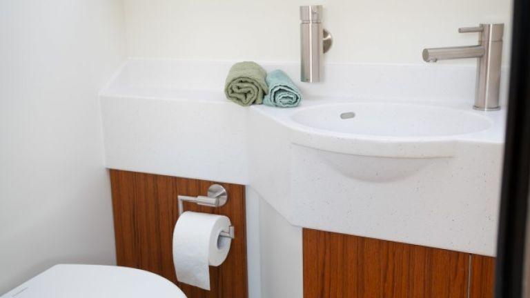 Unicat MD56c разполага дори със собствена тоалетна