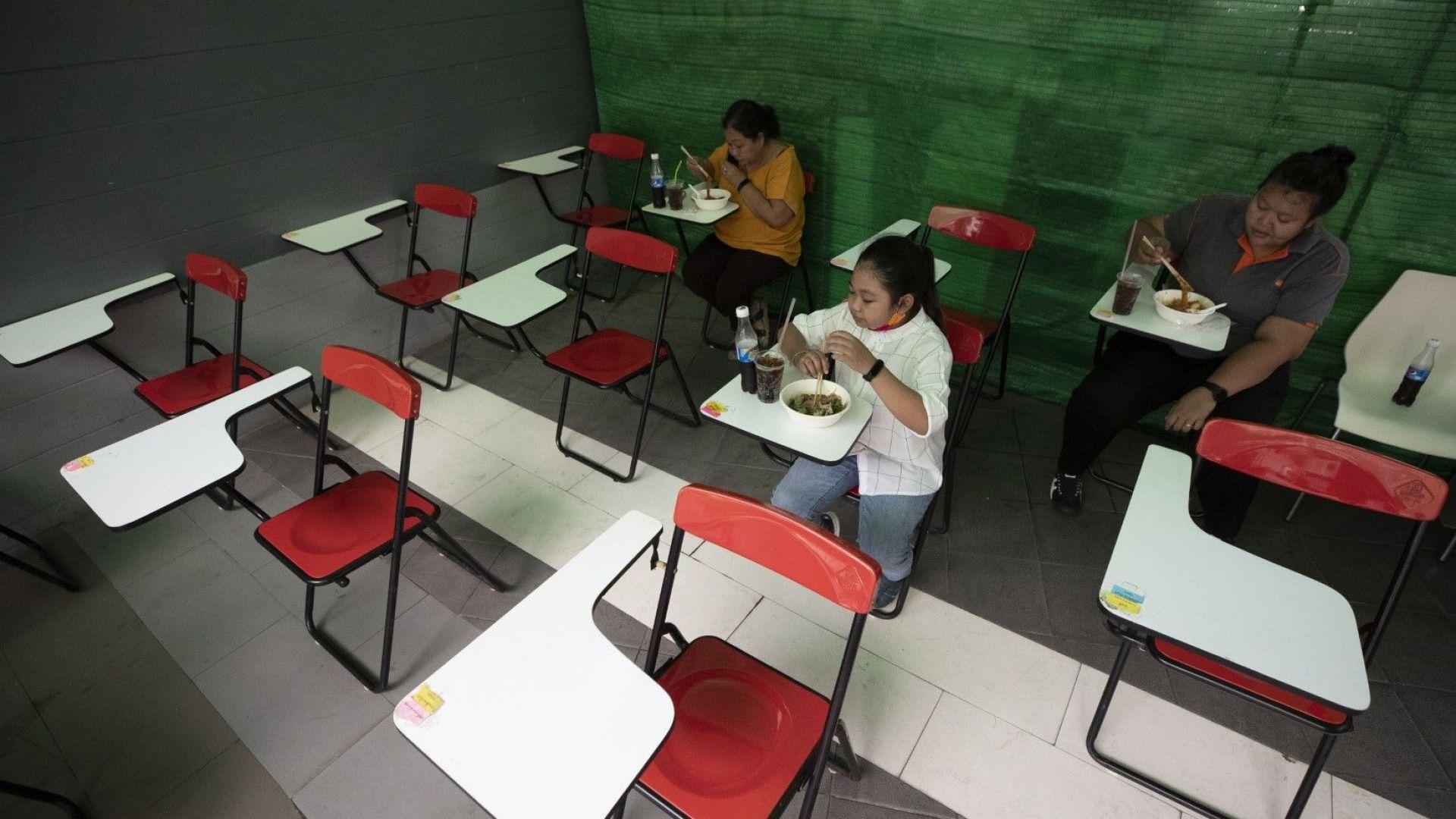 """Бум на """"килерчета за споделяне"""" (хранителни банки) в Тайланд"""