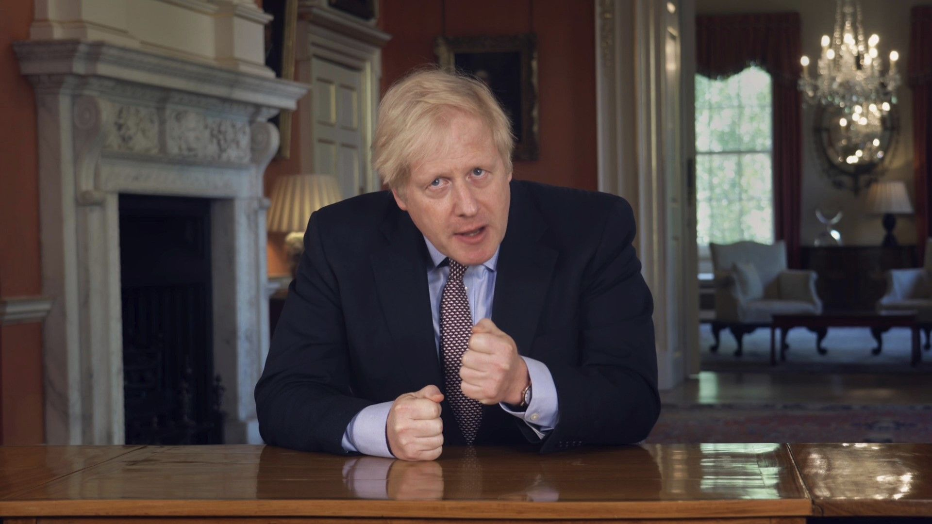 Борис Джонсън следва своята лудешка стратегия за Брекзит