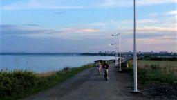 """Осветиха велоалеята до """"Сарафово"""" по целия маршрут (снимки)"""
