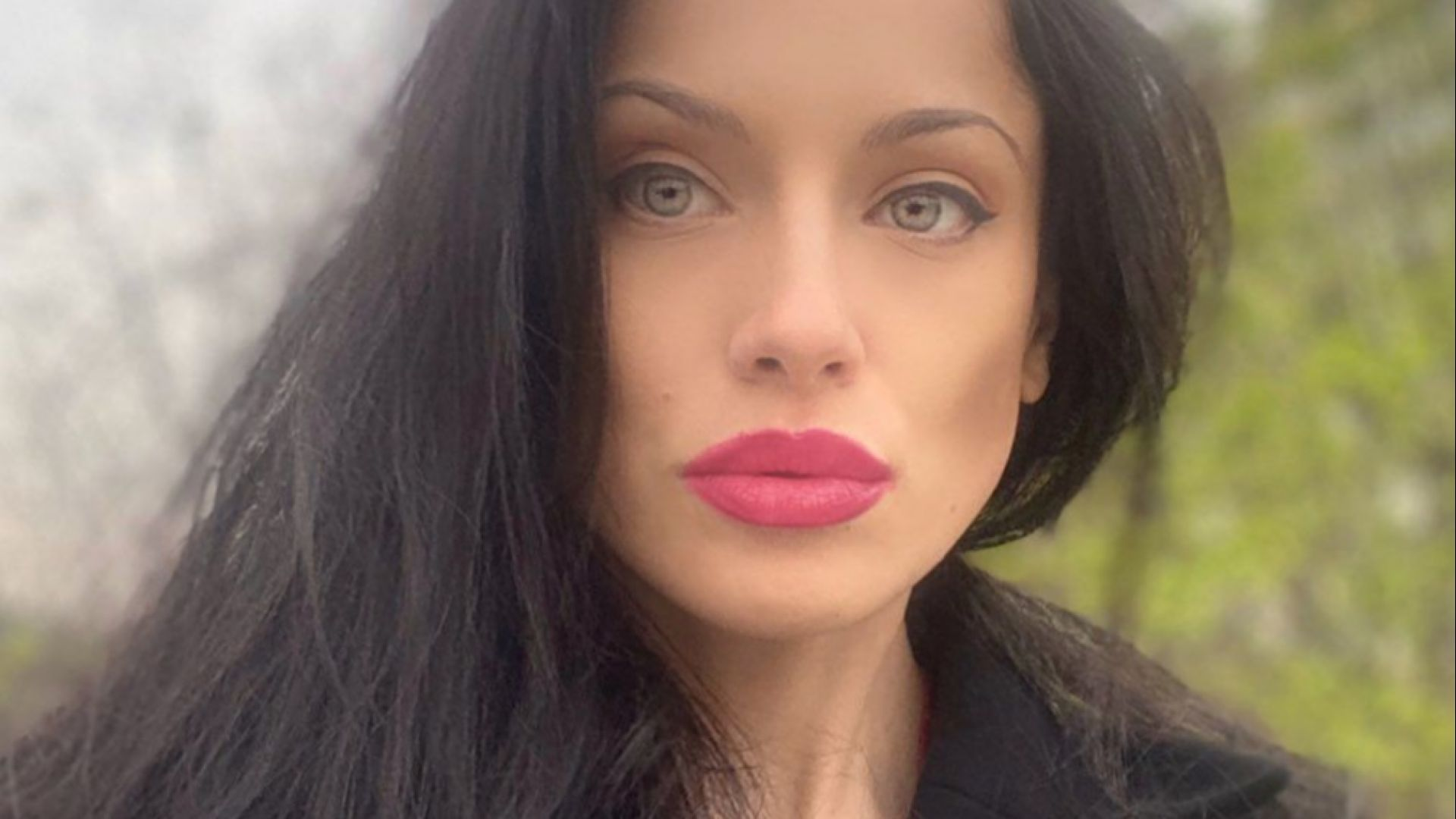 """""""Мис България"""" Роси Иванова стана двойница на Анджелина Джоли"""