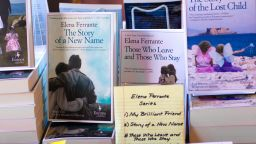 Последният роман на Елена Феранте ще бъде адаптиран в поредица за Нетфликс