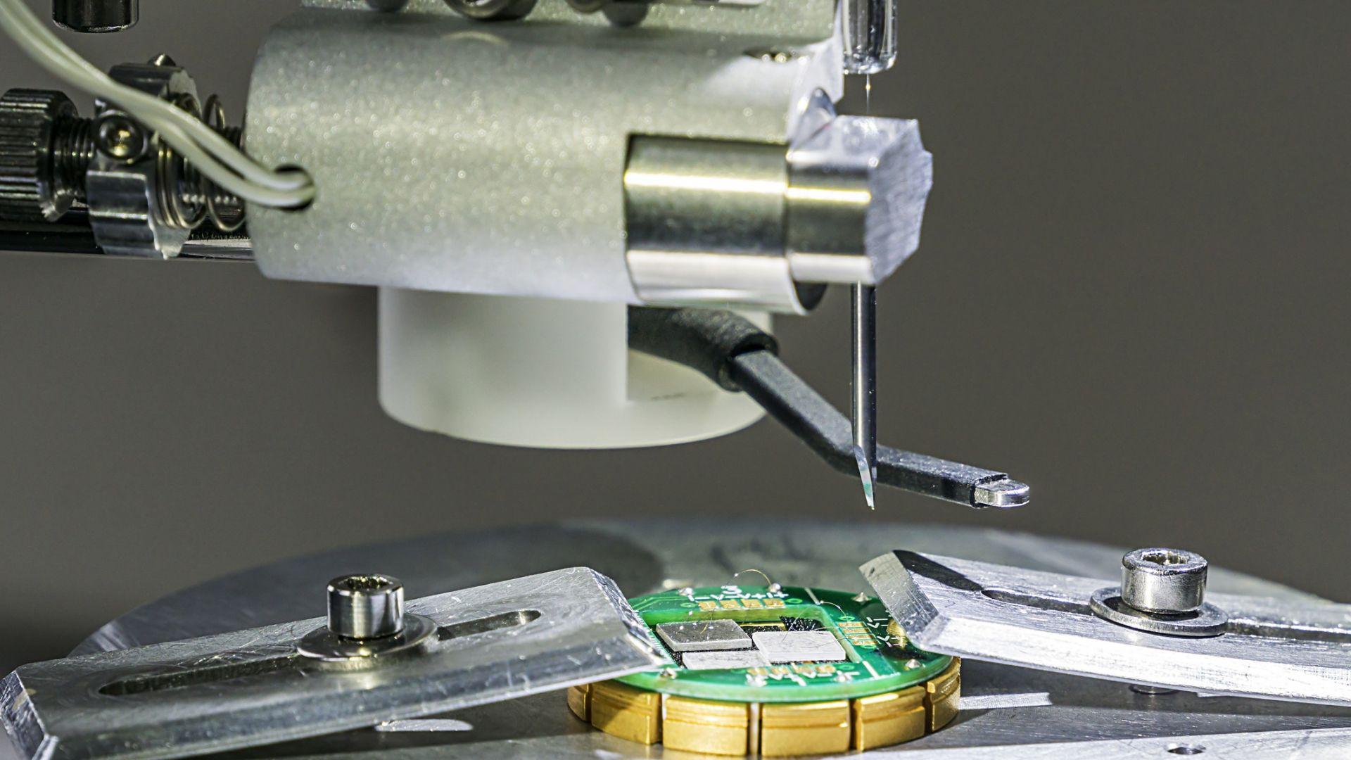 Учени от БАН разработват нова алуминиева тръбна тел без аналог