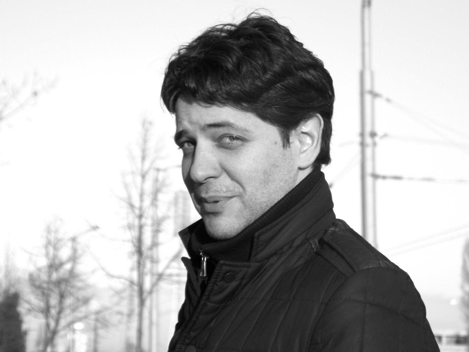 Мартин Герасков е завършил НАТФИЗ в класа на проф. Пламен Марков