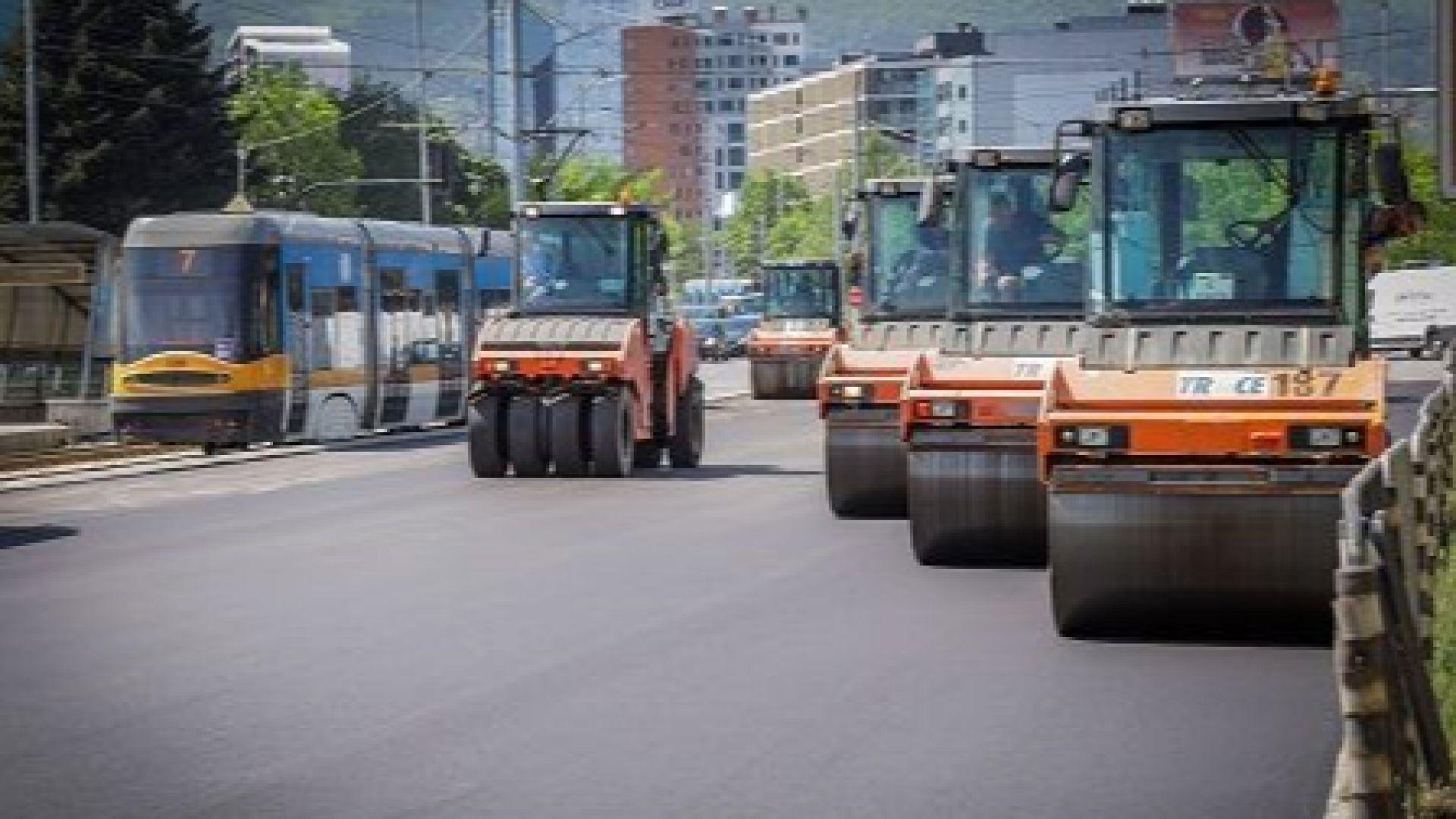 Столичният кмет Йорданка Фандъкова разгледа как върви ремонта на бул.