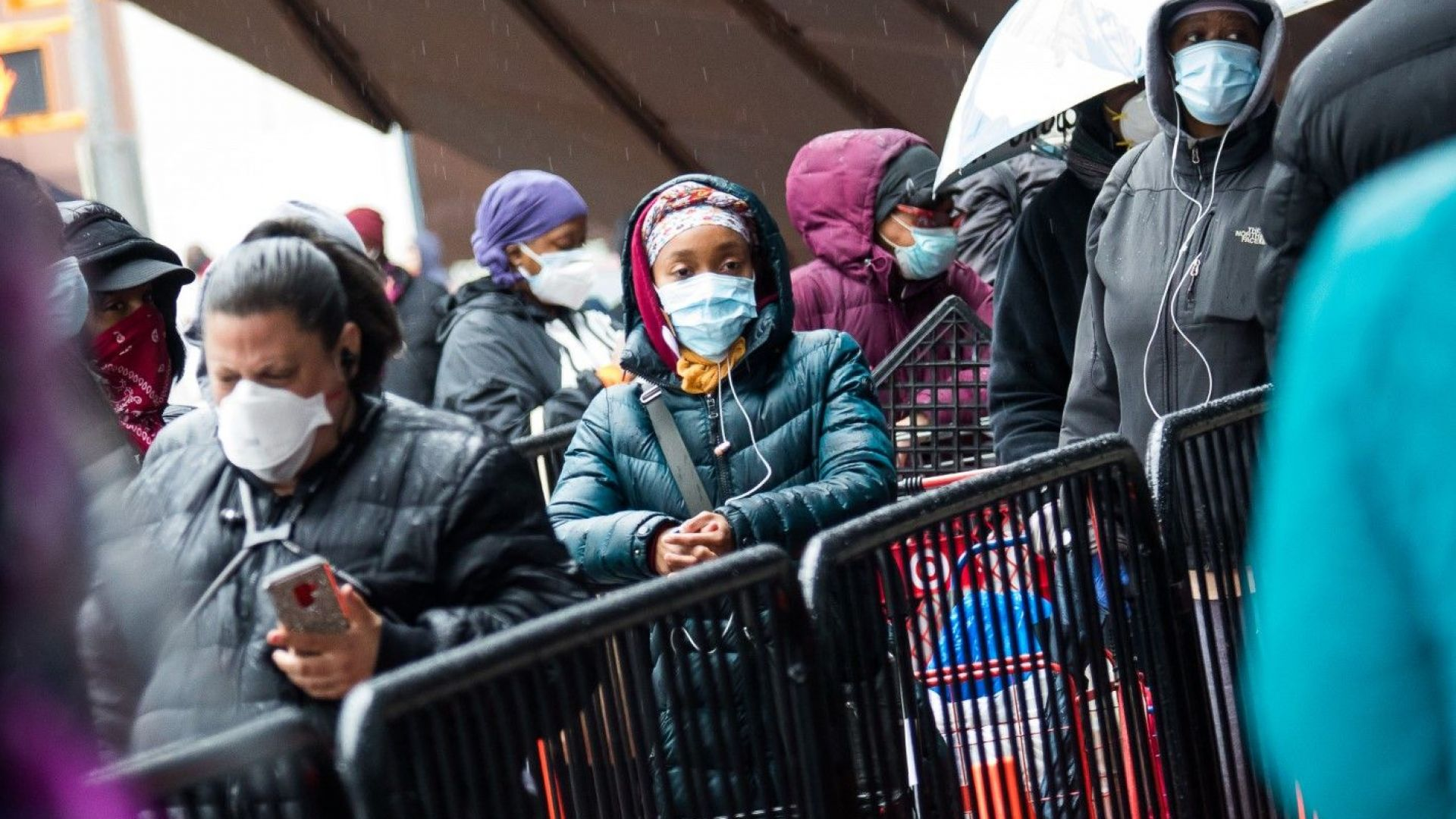 САЩ пред криза: На всеки час по 2600 заразени, втора вълна съкращения