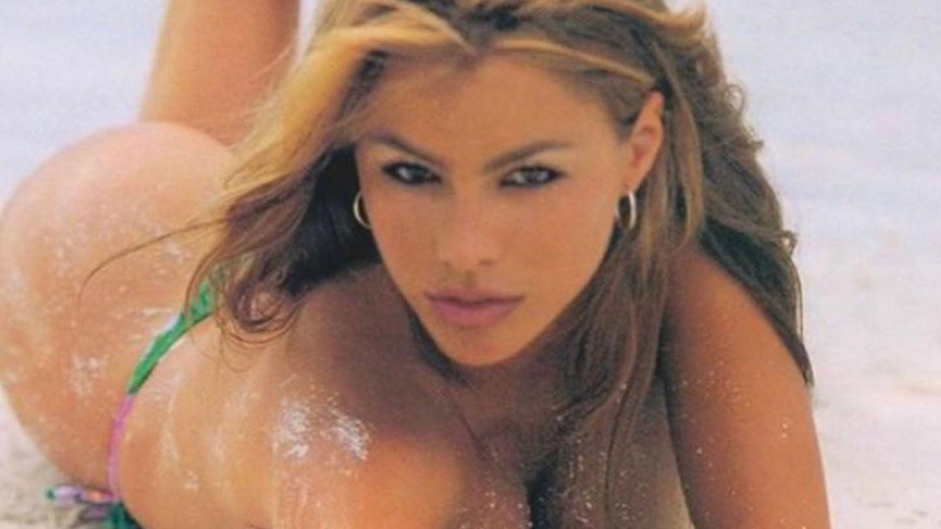София Вергара през 90-те – огнен сексапил върху горещия пясък на слънчев плаж