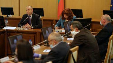 Президентът Радев: Излизаме от състоянието на хипноза след насажданата паника
