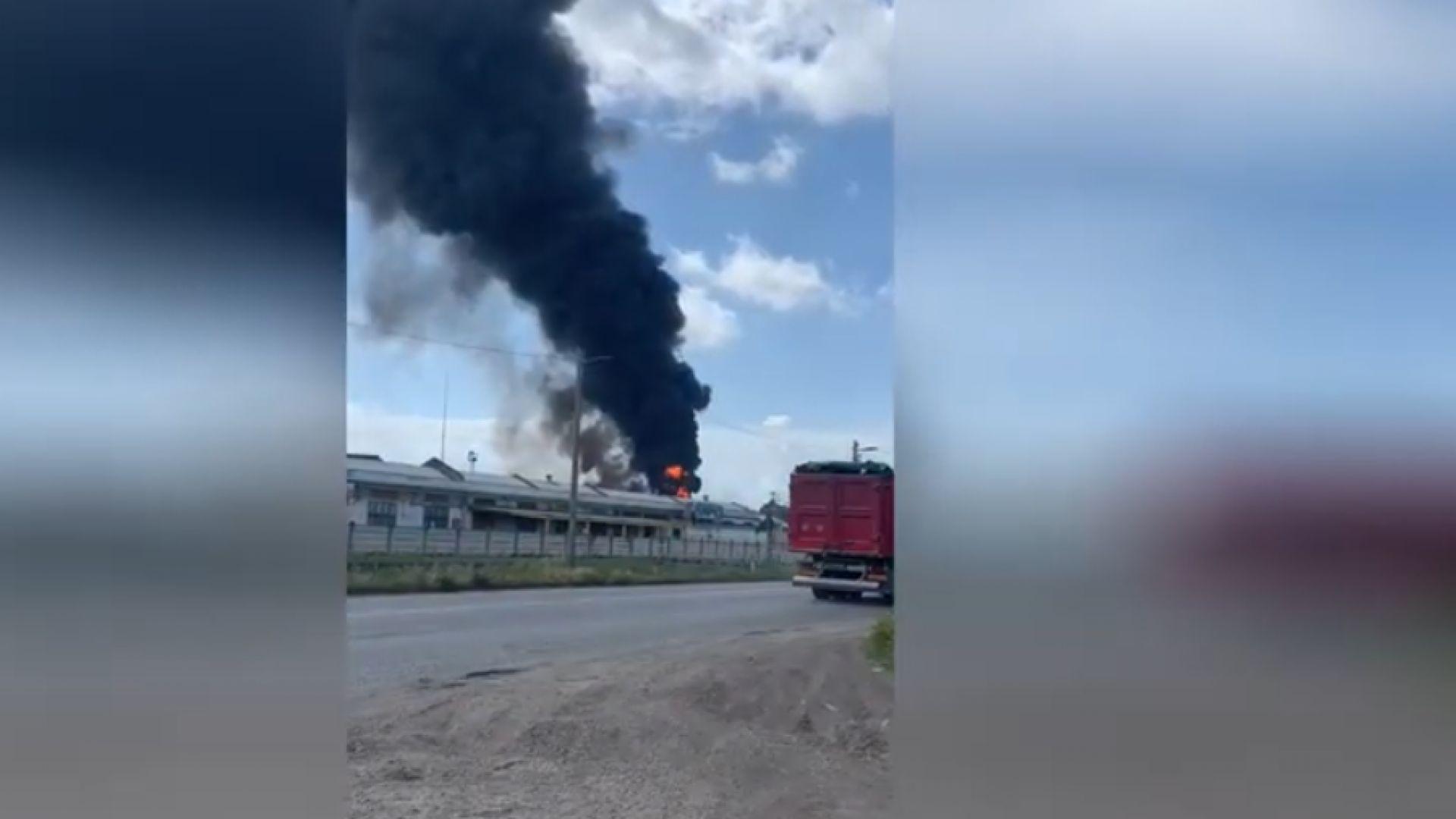 Експлозия и пожар в химически завод край Венеция (видео)