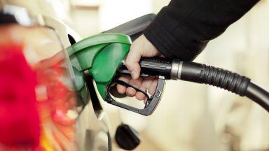 Венецуела вдига цената на бензина, която 20 г. бе замразена