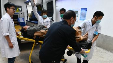 Охранител вилня с нож в училище в Китай, над 40 ранени (видео)
