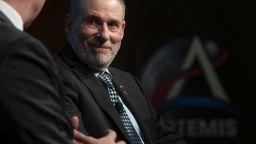 Шеф от НАСА подаде оставка седмица преди важен полет с астронавти
