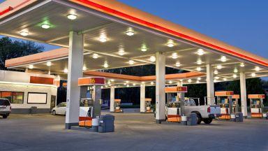 Евтиният петрол потопи печалбите на Saudi Aramco