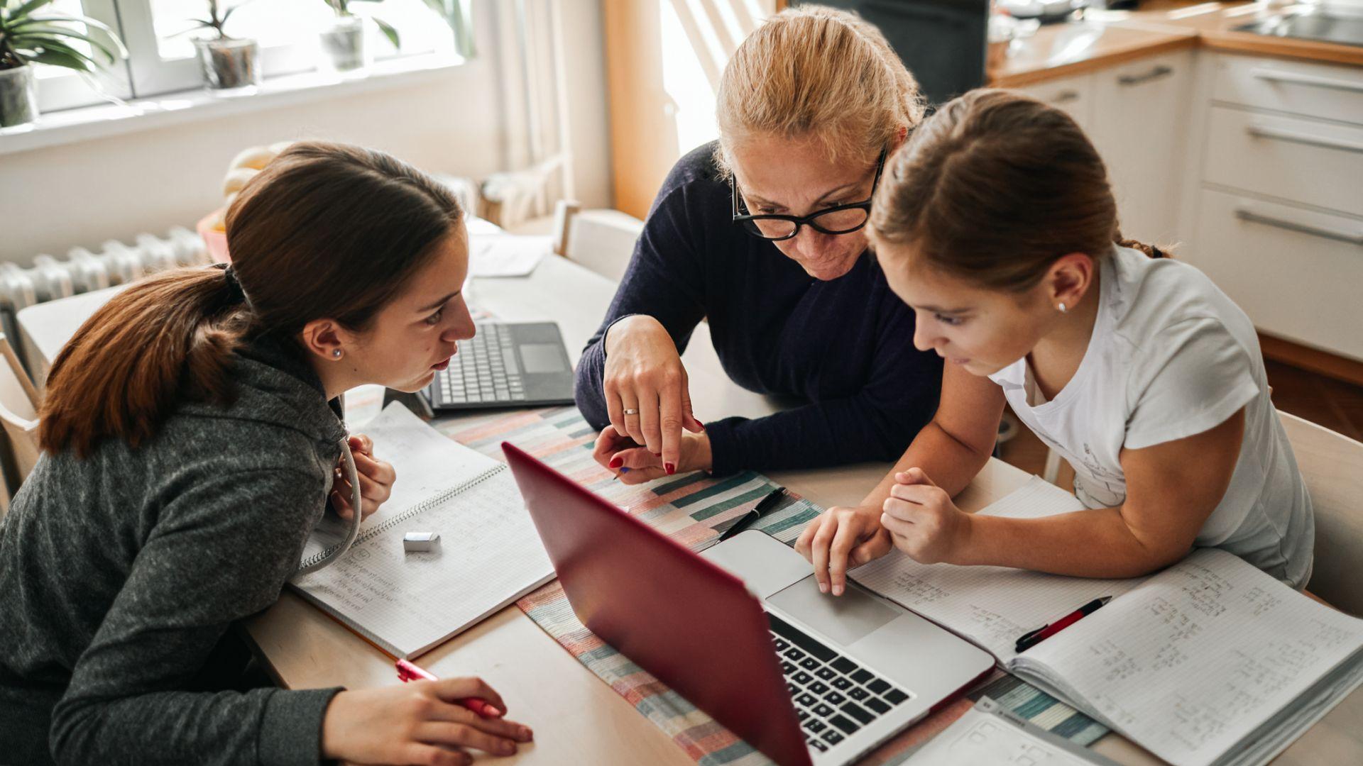 Информационни технологии влиза като предмет от 5 клас