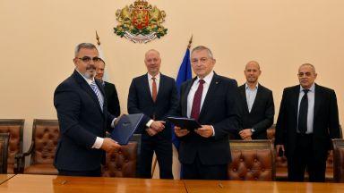 "БДЖ и ""Сименс"" подписаха договора за доставка на 10 нови локомотива"