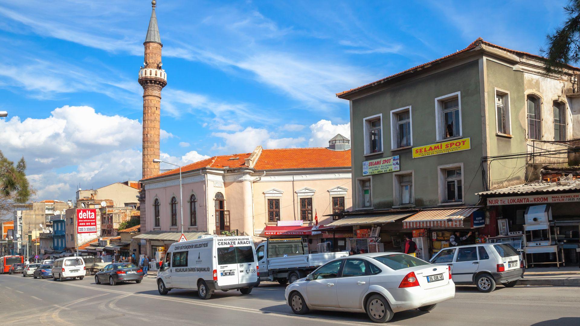 """Диверсия: """"Белла, чао!"""" звуча от.. джамии в Измир (видео)"""
