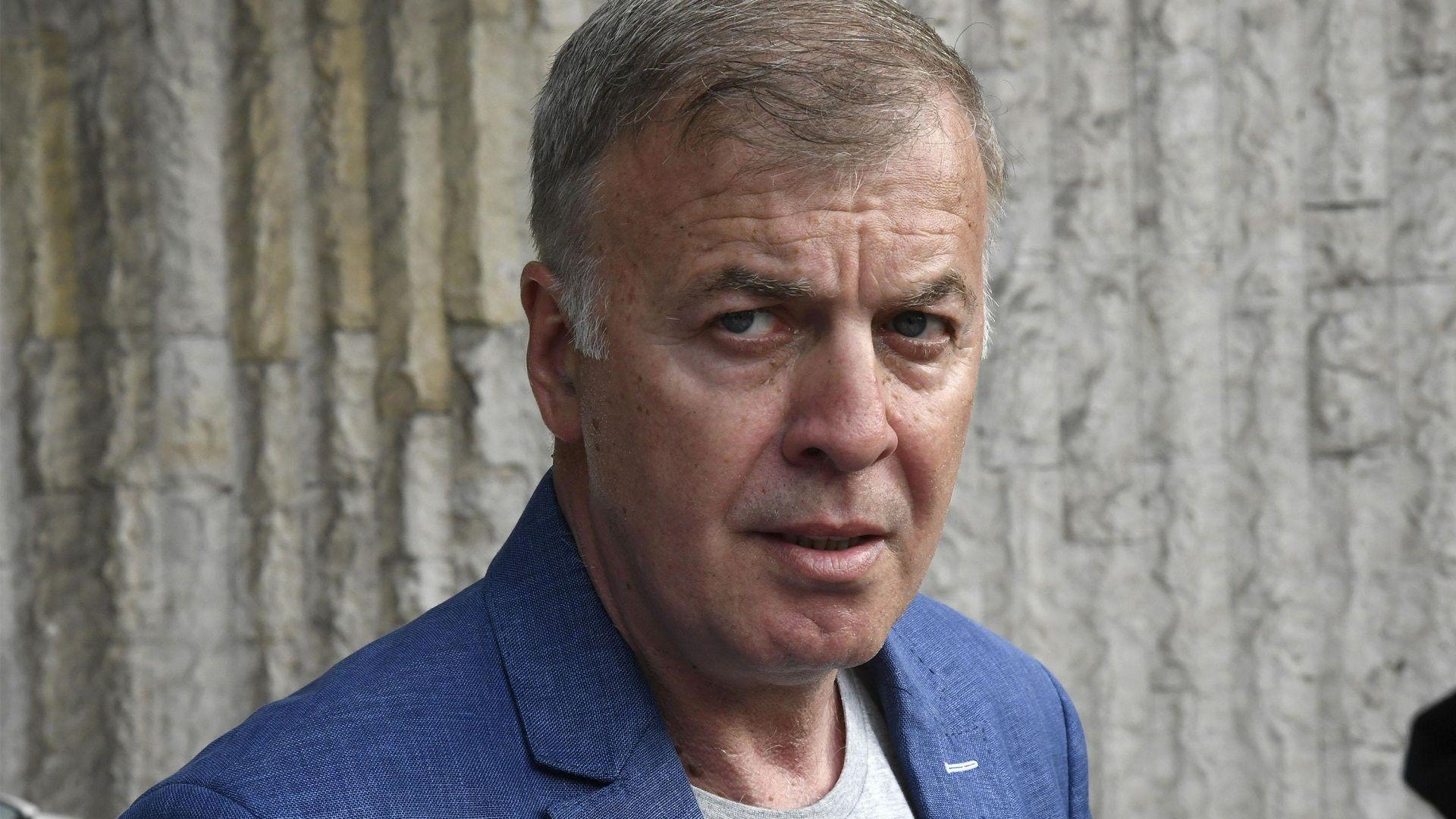 """Акциите на """"Левски"""" пристигнаха, вече са на името на Сираков"""