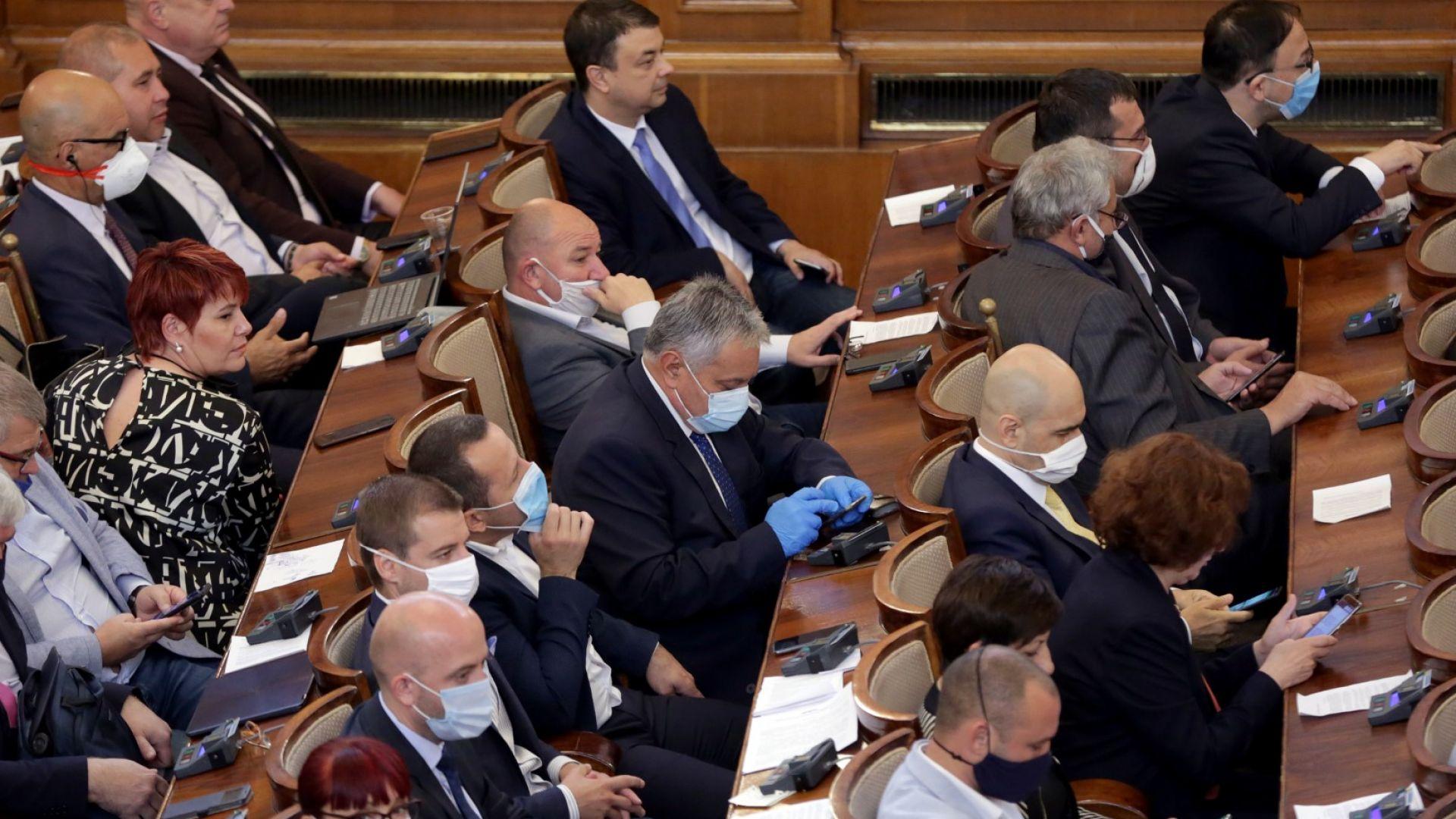 Парламентът одобри 9% ДДС, но само за ресторанти и книги