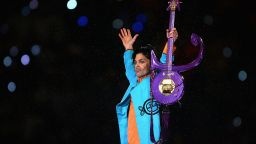 """Продават """"Синия ангел"""" - култовата китара на Принс"""