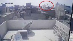Броят на загиналите при самолетната катастрофа в Карачи достигна 97