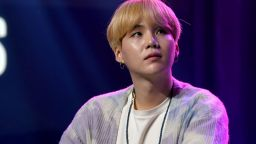 Шуга от група BTS издаде самостоятелен албум