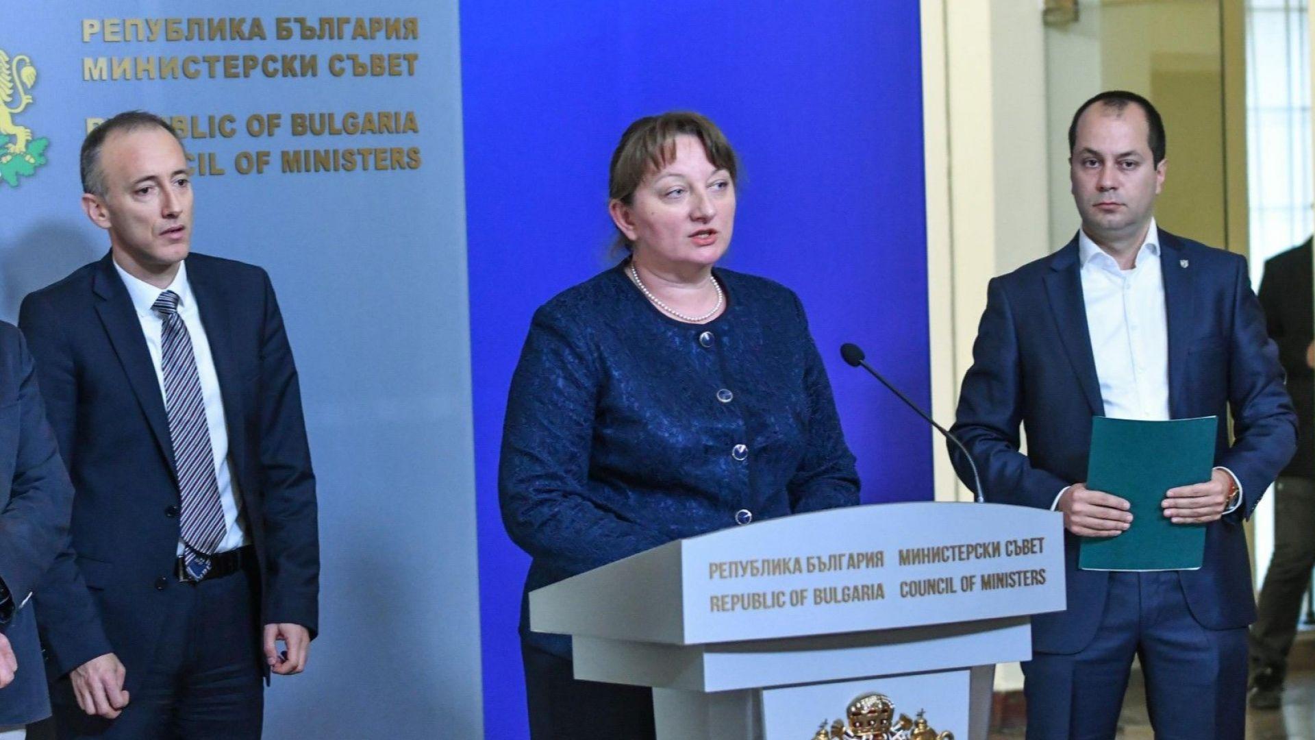 Министърът на труда и социалната политика Деница Сачева обвини лидера