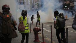 Безредици и поголовни арести по улиците на Хонконг, САЩ заплаши Китай (снимки)