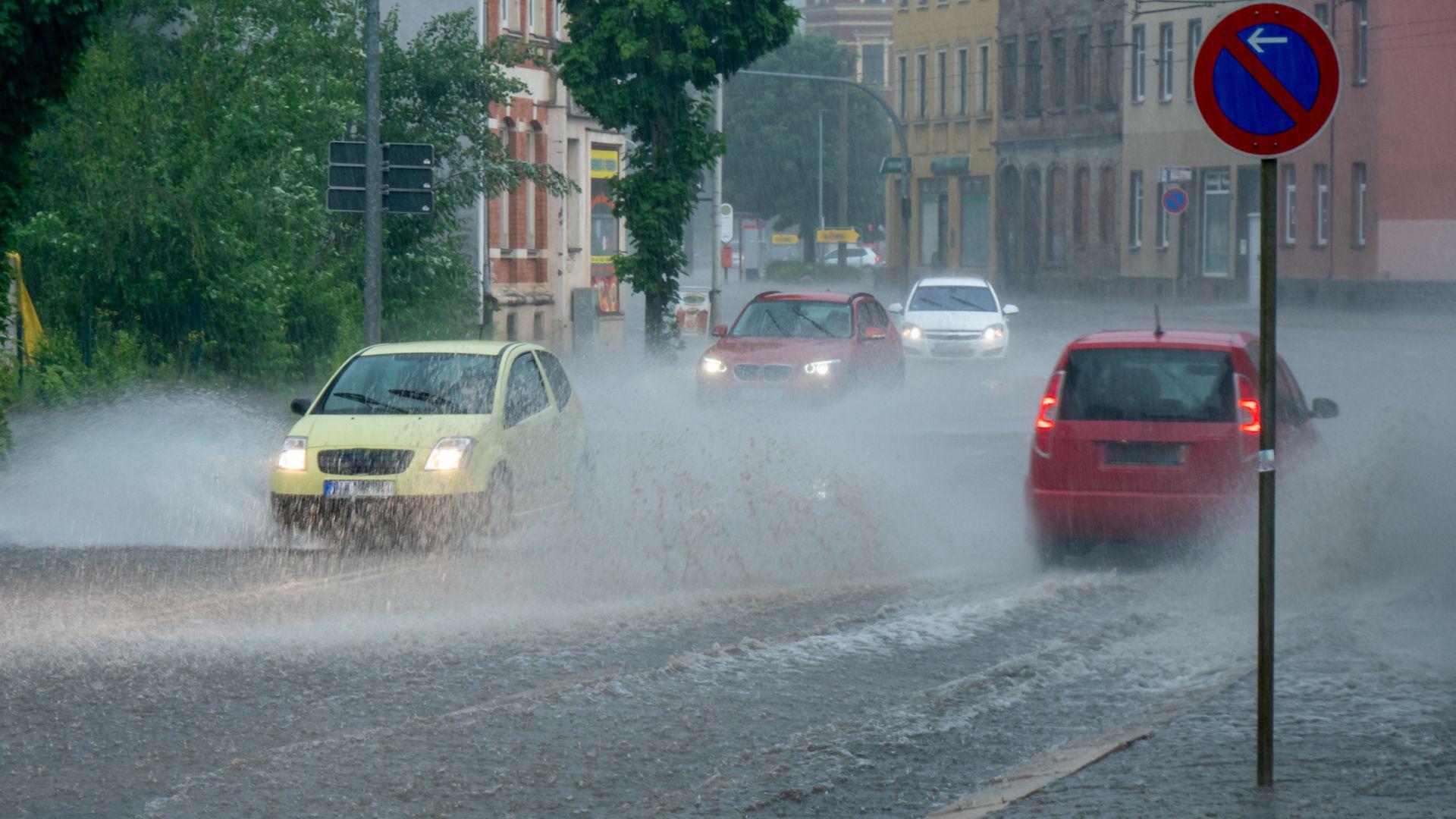 Гръмотевичните бури продължават, жълт код за цялата страна
