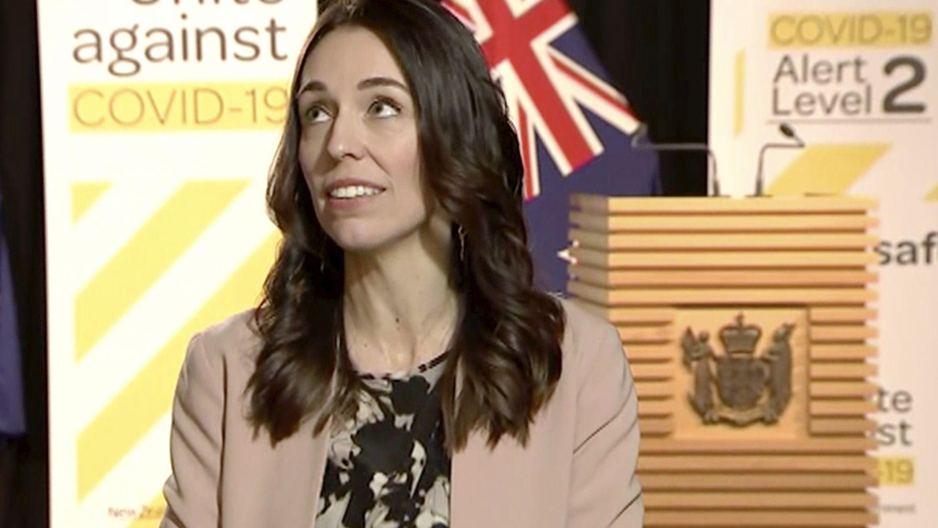 """Мощен трус от 5,8 по Рихтер """"хвана"""" новозеландския премиер в ефир (видео)"""