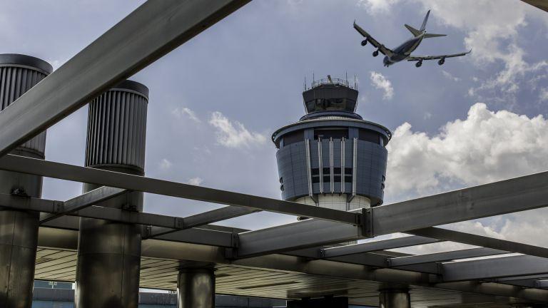 Всички пътници, които искат да отидат в САЩ със самолет,