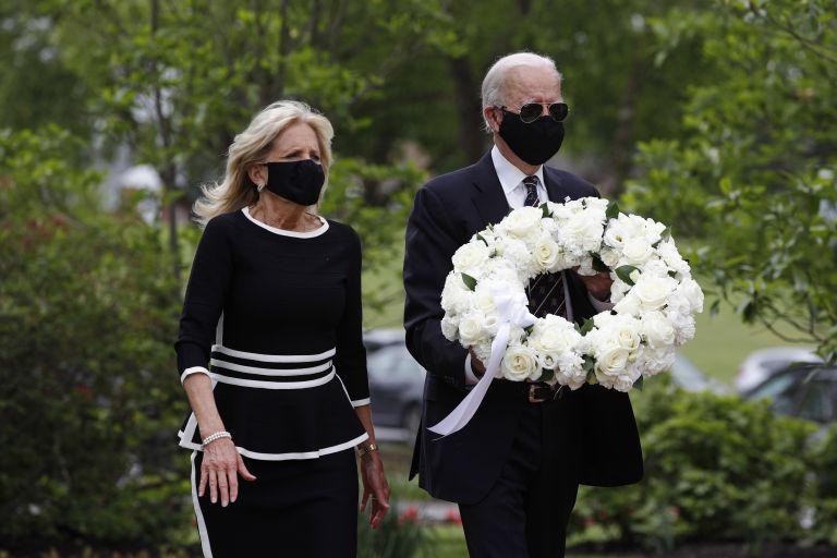 Джо Байдън беше придружен от съпругата си Джил