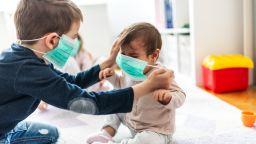 Маските за лице са опасни за деца на възраст под 2 години