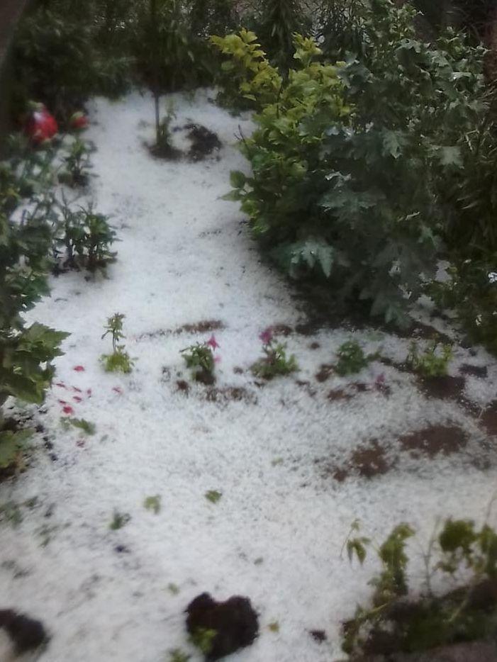 Силна градушка се изсипа над каолиновското село Тодор Икономово