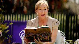 Джоан Роулинг публикува безплатна приказка за деца в изолация
