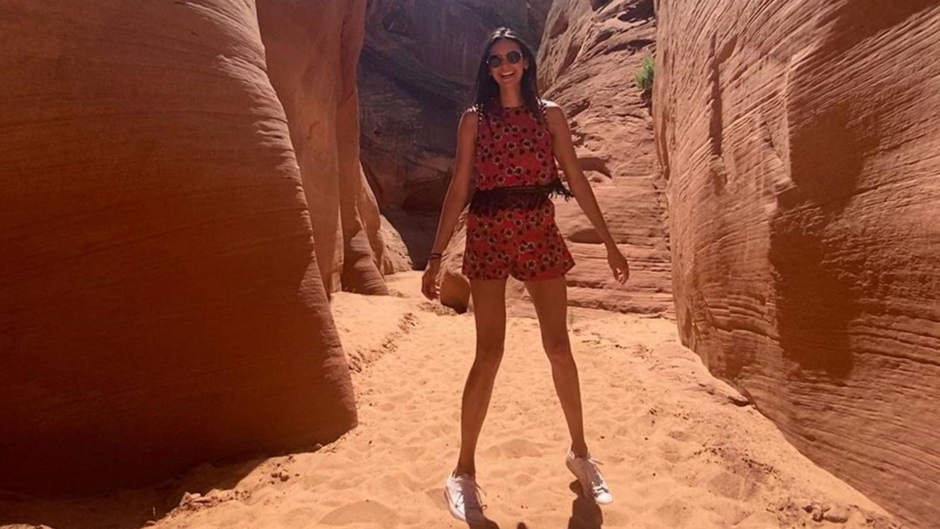 Нина Добрев сред красотата на червените скали в Колорадо