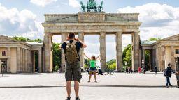 Удължават ограниченията за контакти в Германия до 29 юни. Какво се променя?