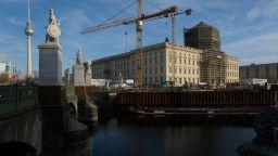 Разпятие върху купола на нов музей в Берлин предизвика спорове